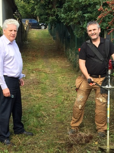 alasdair-and-declan-boyle-clearing-the-laneway-in-stranmillis-for-use-of-local-residents